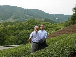 【茶畑訪問】茶畑オーナー羅本さん、岡積さん、茶畑訪問